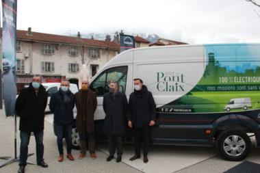 Inauguration du premier véhicule utilitaire léger 100 % électrique. © Ville de Pont-de-Claix