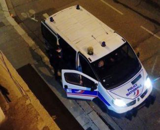 Une patrouille de police de nuit dans les rues de Grenoble. © Tim Buisson – Place Gre'net