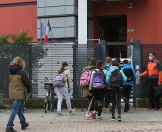 Rentrée janvier 2021, élèves qui rentrent au collège Fantin-Latour. Fanny Seguela