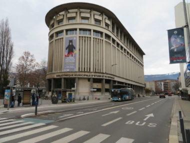 Plusieurs services publics de la Ville de Grenoble vont revoir leurs horaires à la baisse pour s'adapter à l'instauration du couvre-feu à 18 heures. © Tim Buisson – Place Gre'net