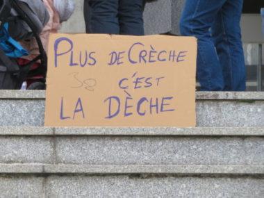 Une pancarte réalisée par des parents-délégués et les associations. © Tim Buisson – Place Gre'net