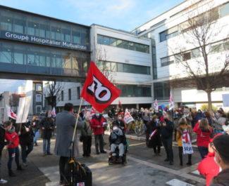 Manifestation devant le GHM lundi 18 janvier 2021. © Tim Buisson – Place Gre'net