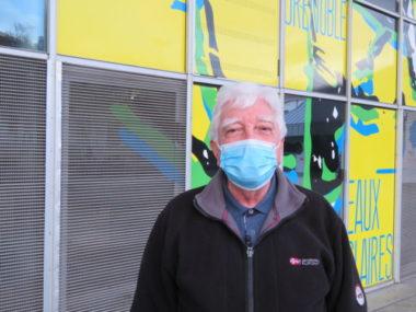 Bruno Ferrand, l'un des habitants du quartier, est vent debout face à la méthode employée pour mener la rénovation du parvis. © Tim Buisson – Place Gre'net