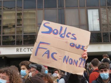 Les étudiants souhaitent la réouverture des facs. © Tim Buisson – Place Gre'net