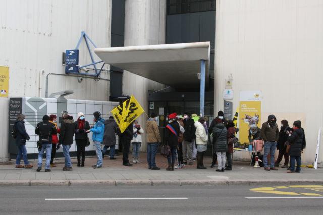 Rassemblement de Sud-PTT devant la direction de La Poste à Grenoble mardi 12 janvier © Fanny Séguéla - Place Gre'net
