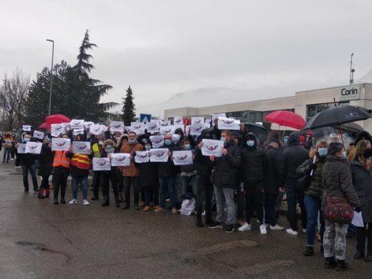 Grève illimitée à Tornier-Wright suite au plan social de Stryker, mardi 9 février 2021. Crédit CGT