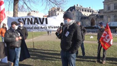Michel Szempruch de la CGT spectacle rendant compte de l'entrevue à la préfecture. © Joël Kermabon - Place Gre'net