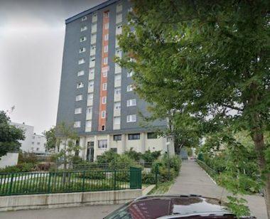 Un homme a été retrouvé mort, égorgé sur la voie publique, dans le quartier Teisseire à Grenoble. Un cutter a été retrouvé à proximité.