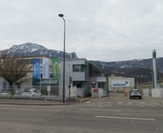 L'entrée de l'usine Umicore à Grenoble. © Tim Buisson – Place Gre'net