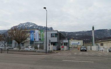 Usine Umicore : la Ville de Grenoble redouble de vigilance.L'entrée de l'usine Umicore à Grenoble. © Tim Buisson – Place Gre'net