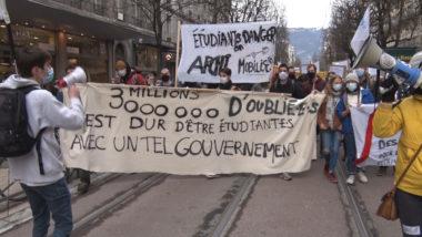 Les étudiants ont également manifesté contre leur précarité due à la crise sanitaire. © Joël Kermabon - Place Gre'net