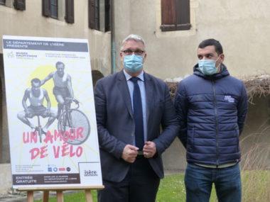 Jean-Pierre Barbier, président du Département de l'Isère, avec le cycliste Nans Peters