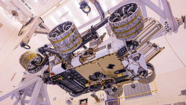 Le rover Perseverance lors d'une phase de test en mars 2020. Source Stuart Rankin - Flickr