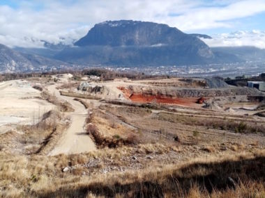 Vicat: l'avis du commissaire enquêteur inquiète les riverains. Site d'exploitation de la carrière Vicat à Sassenage. © Placegre.net