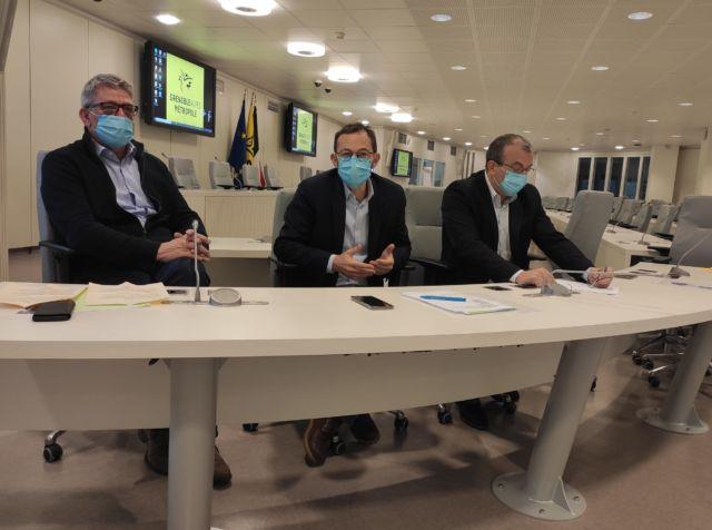De gauche à droite, Michel Savin, Dominique Escaron et Jean-Damien Mermillod-Blondin, membre du groupe d'opposition métropolitain CCM © Florent Mathieu - Place Gre'net