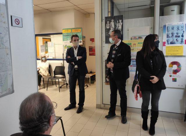 Le centre de vaccination de Grenoble ouvre sa deuxième ligne.Visite du centre en compagnie du directeur de la Santé publique et environnementale Loïc Biot © Florent Mathieu - Place Gre'net