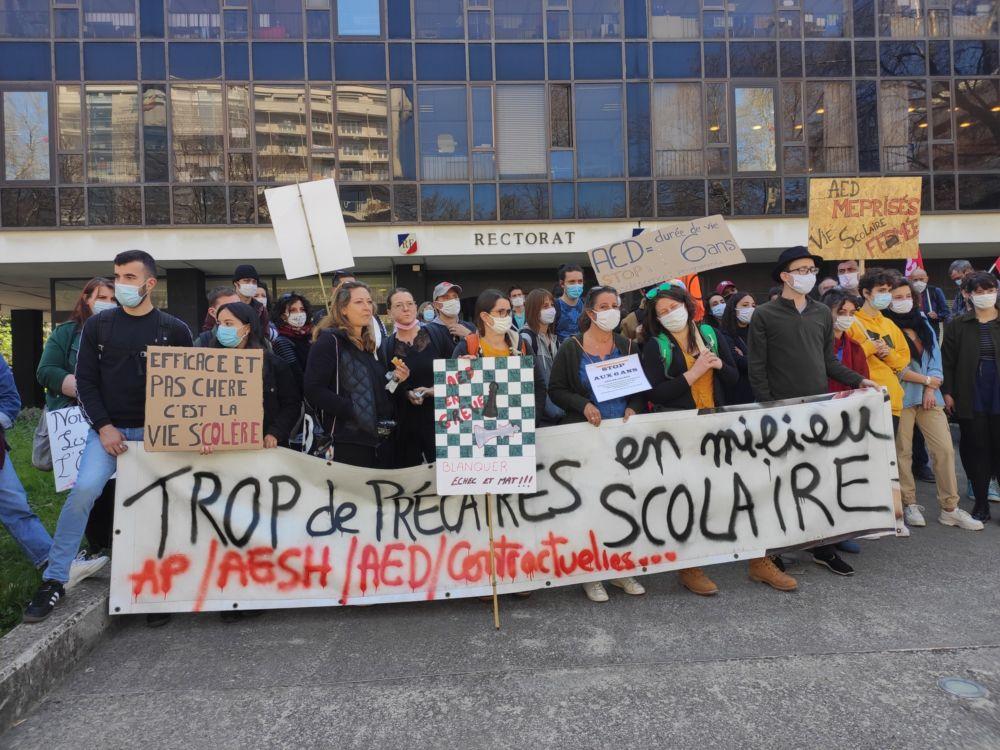 Mobilisation des AED devant le rectorat de Grenoble le jeudi 25 mars © Florent Mathieu - Place Gre'net