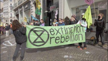 Les militants ont pris pour cibles des boutiques d'opérateurs de téléphonie mobile. © Joël Kermabon - Place Gre'net