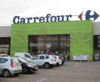 Les salariés de Carrefour Meylan étaient en grève vendredi 5 mars 2020. © Tim Buisson – Place Gre'net