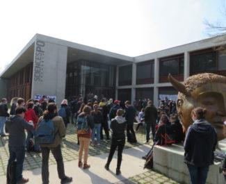 Manifestation contre l'islamophobie devant Sciences Po Grenoble. © Tim Buisson – Place Gre'net