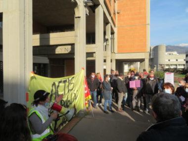 Salariés et locataires ont manifesté contre la fusion entre Actis et Grenoble Habitat. © Tim Buisson – Place Gre'net