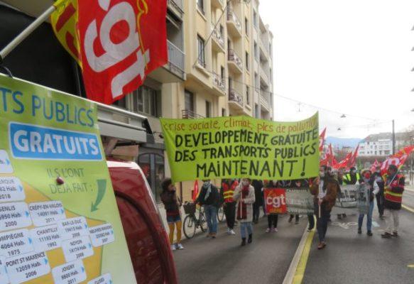 Un peu plus de 100 personnes ont manifesté pour la demander la gratuité des transports. © Tim Buisson – Place Gre'net