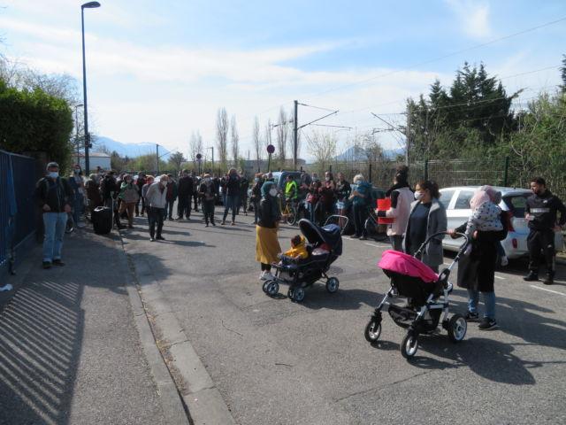 Une cinquantaine de personnes ont participé à la mobilisation. © Tim Buisson – Place Gre'net