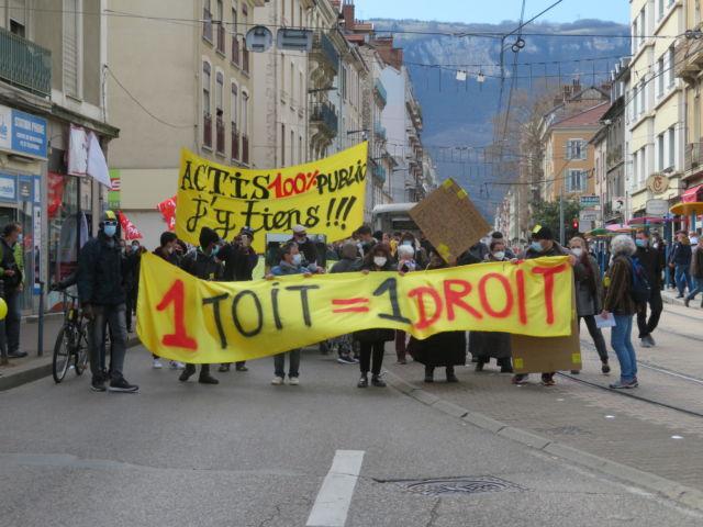 Mobilisation contre la cirse du logement dans le quartier Saint-Bruno de Grenoble samedi 27 mars 2021. © Tim Buisson – Place Gre'net