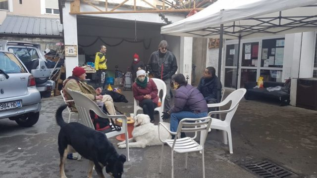 """Permanence de l'association """"Mon chien ma vie"""" au Lîeu, 17 abbé Grégoire , quartier Saint Bruno, janvier 2021 © Séverine Cattiaux – Place Gre'net"""