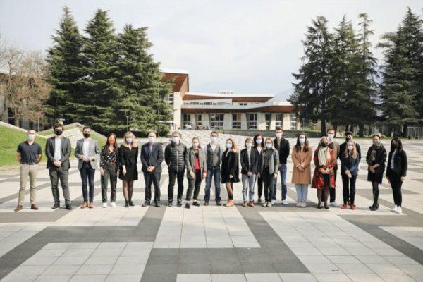 Sept associations étudiantes primées pour leur mobilisation. Les lauréats des prix Covid19 remis par l'UGA le 10 mars 2021.