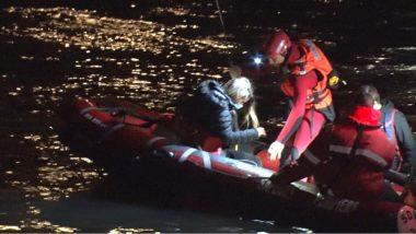 """Une passagère volontaire des """"bulles"""" évacuée grâce à un canot de sauvetage. © Joël Kermabon - Place Gre'net"""