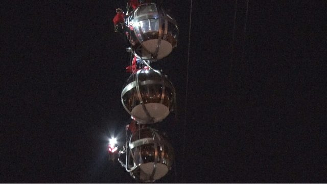 """Exercice de sauvetage nocturne sur les """"bulles"""" du téléphérique de Grenoble. © Joël Kermabon - Place Gre'net"""