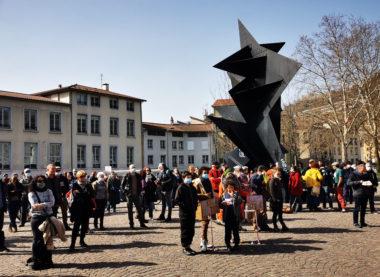 Plus d'une centaine d'acteurs de la culture et du spectacle rassemblés devant le musée de Grenoble. © Joël Kermabon - Place Gre'net