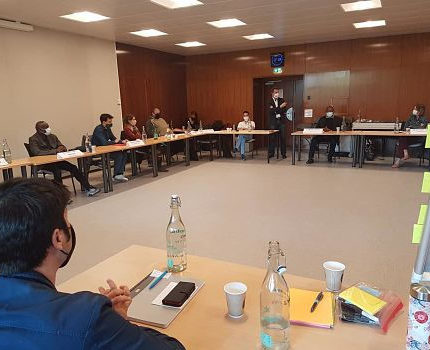 COUV Dernière session de la convention citoyenne covid-19 de Grenoble. Les élus sont intevenus en fin de séance, samedi 3 avril 2021.© Séverine Cattiaux – Place Gre'net