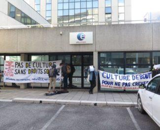 Manifestation contre la réforme de l'assurance chômage devant l'agence pôle emploi Europole de Grenoble. Photo DR