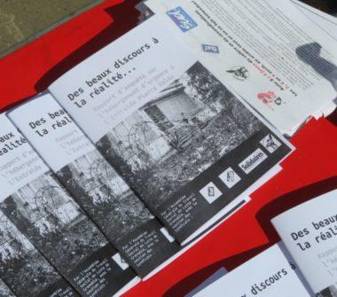 Le rapport d'enquête sur l'hébergement Pierre-Valdo a été distribué aux passants. © Tim Buisson – Place Gre'net