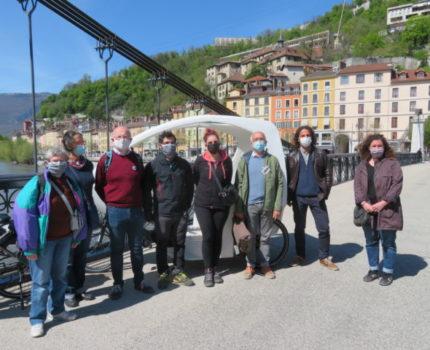 Les signataire de la lettre ouvere pour la réouverture d'une piste cyclable sur la rive gauche de l'Isère. © Tim Buisson – Place Gre'net