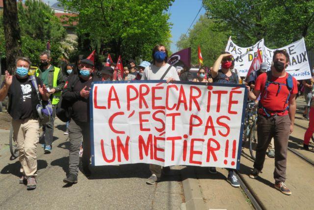 Manifestation contre la réforme de l'assurance-chômage à Grenoble. Les syndicats s'adressent cette fois directement aux candidats aux régionales et aux parlementaires © Tim Buisson – Place Gre'net
