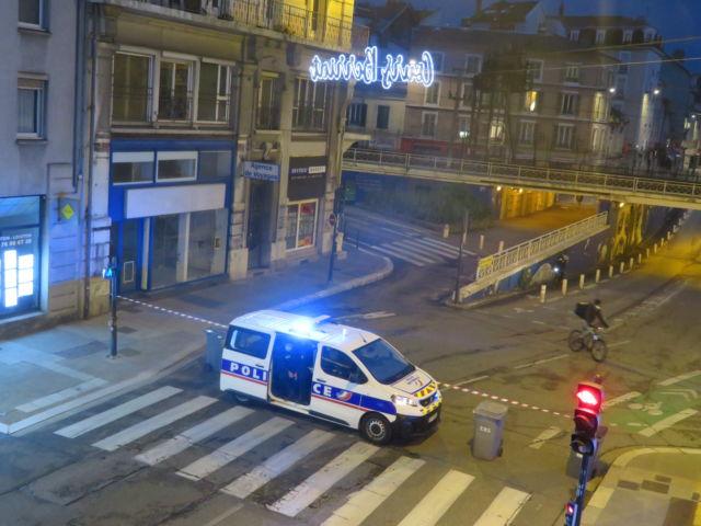 La police demeure la cible de jets de projectiles quotidiens dans l'agglomération grenobloise © Tim Buisson – Place Gre'net