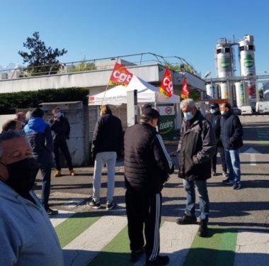 Mobilisation des salariés de Teisseire sur le site de Crolles. Photo DR