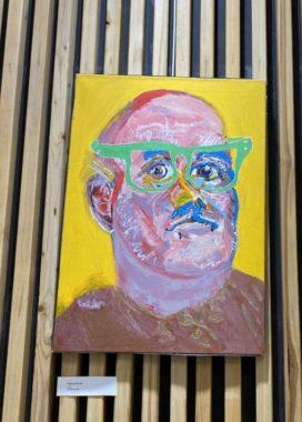 Yannick Leider a brossé son autoportrait, exposé à l'entrée du Centre de Gérontologie. © Sarah Krakovitch - Place Gre'net