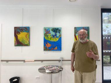 Yannick Leider expose 24 de ses tableaux au Centre de Gérontologie du CHU de Grenoble. © Sarah Krakovitch - Place Gre'net