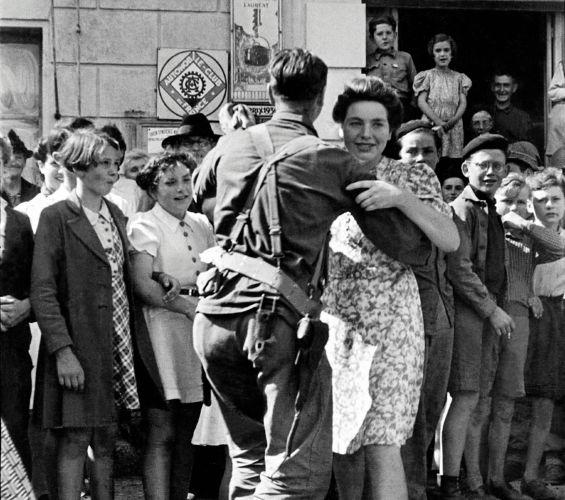 Contrairement aux idées reçues, les Français devront attendre plusieurs mois avant de pouvoir danser après la Libération © Collection Ille-et-Vilaine