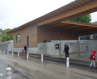 """""""Place(s) aux enfants"""": Grenoble va piétonniser les abords des écoles. École Diderot"""