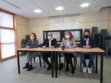 Les membres du Modem Isère. De gauche à droite : Arnaud Beaumont, Elodie Jacquier-Laforge, Delphine Bense et Jocelyn Rozand. © Tim Buisson – Place Gre'net
