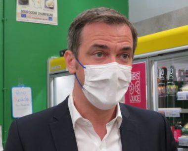 Le ministre des solidarités de la santé a visité Episol samedi 22 mai. © Tim Buisson – Place Gre'net