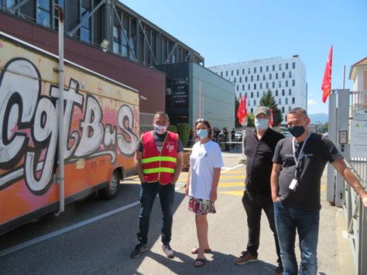 De gauche à droite : Didier Balmand, délégué syndical CGT, Laurie Geronimo, déléguée syndical CGT, Laurent Moyet, délégué syndical FO et Romain Bauducco, délégué syndical FO. © Tim Buisson – Place Gre'net
