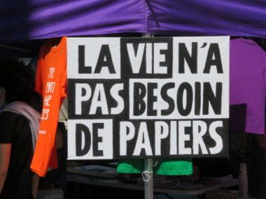 Affiche présente lors du rassemblement. © Tim Buisson – Place Gre'net