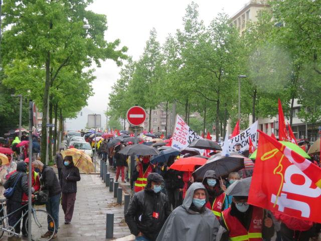 Le cortège du 1er mai 2021 à Grenoble. © Tim Buisson – Place Gre'net