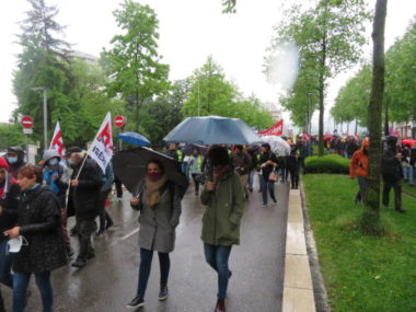 Plusieurs élus de Grenoble étaient présents, ici Chloé Pantel et Maud Tavel. © Tim Buisson – Place Gre'net